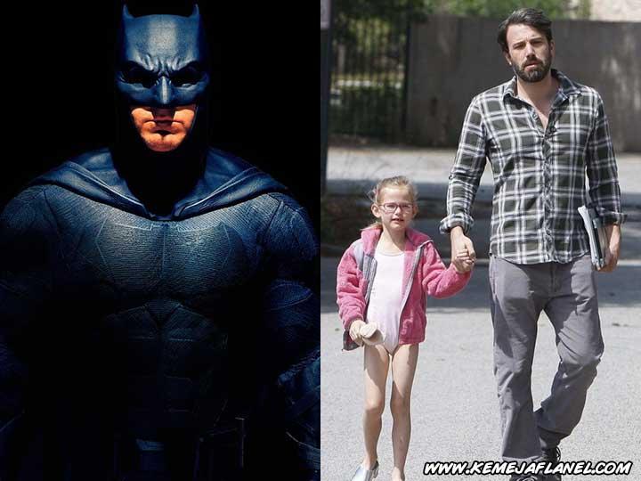 Batman - Ben Affleck memakai Kemeja Flanel